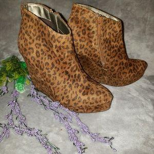 Michael Antonio cheetah print booties. Size 7
